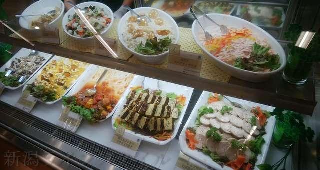 キラキラレストランの冷蔵お惣菜コーナー