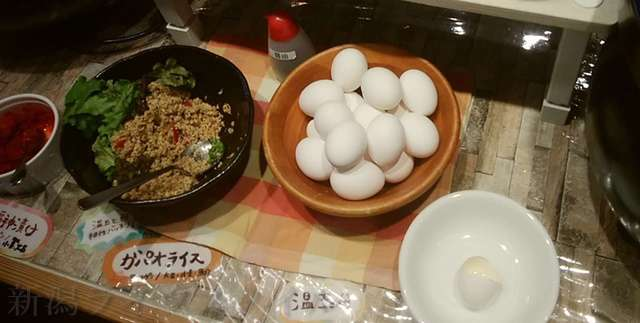 キラキラレストランのガパオライス用のひき肉と卵