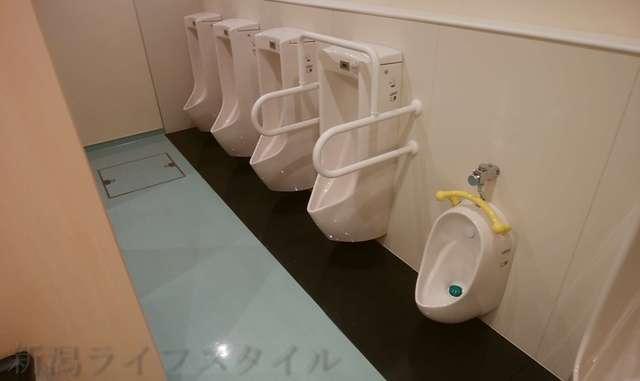 キラキラレストランの男子トイレの小用