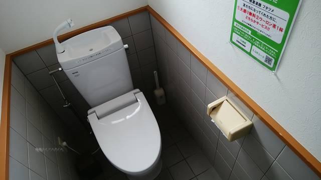 フタツメ白根大通店のトイレの様式便器