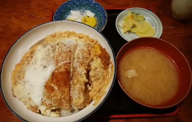 梅田軒の卵とじカツ丼