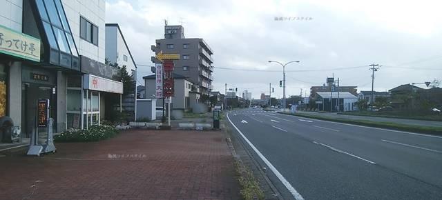 寄ってけ亭の前から紫竹山インター方向を望む