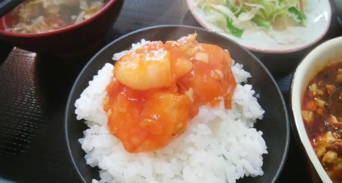 安家のエビチリを麻婆豆腐定食のご飯にのせてみた