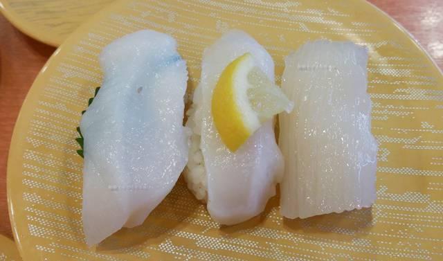 かっぱ寿司逢谷内店のイカ3種を一皿に並べた