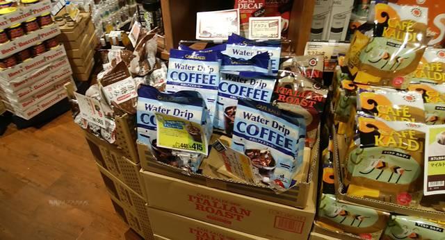 カルディに陳列されている水出しコーヒーパック