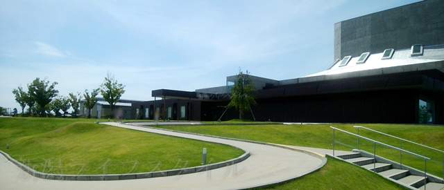 亀田図書館の外観