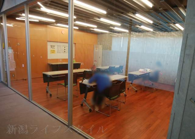 亀田図書館の学習室