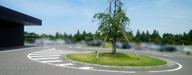 亀田図書館の駐車場その2