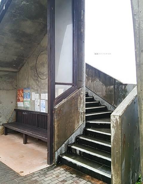 道の駅笹川流れの連絡通路の海側の階段