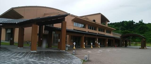 栃尾産業交流センター「おりなす」の建物