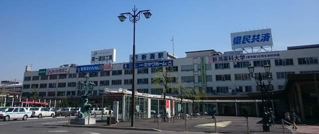 新潟駅北口を斜め方向から見た全体的な外観
