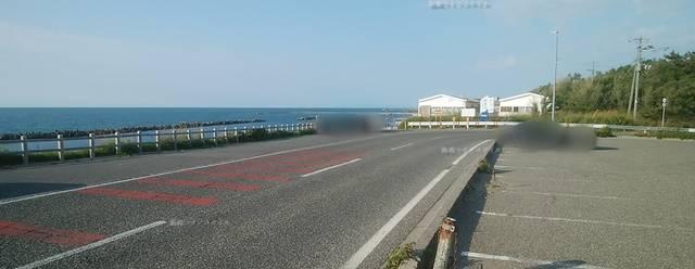 関屋浜金衛町口駐車場を西区側から遠くみた図