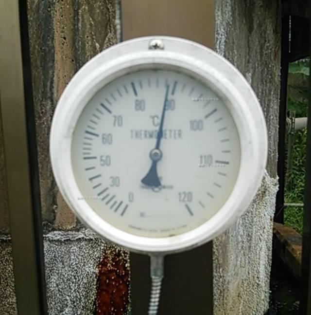 噴湯公園の温泉たまご作り場にある温度計