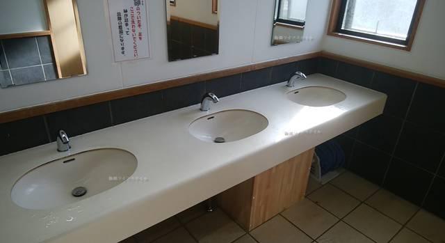 越後出雲崎天領の里の男子トイレの手洗い場