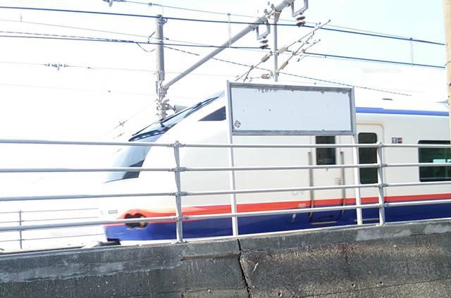 青海川駅を通過する特急しらゆき