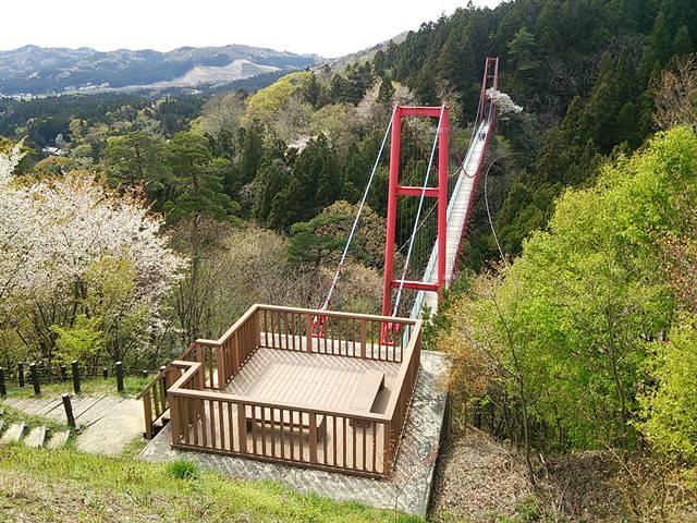 朝日山展望台からの千眼堂吊り橋方向を見た眺め