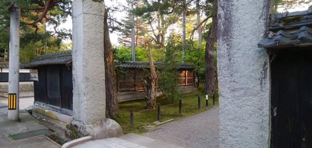 北方文化博物館の正門側入口