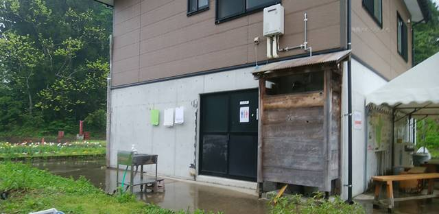 山古志油夫アルパカ牧場のトイレがある建物