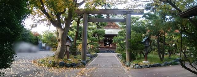新潟大神宮の二の鳥居と駐車場