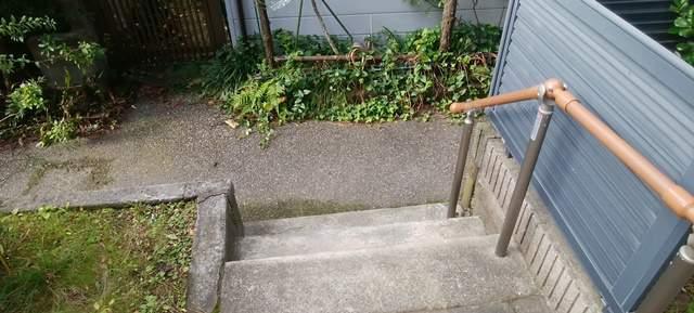 御林稲荷社の裏手の階段