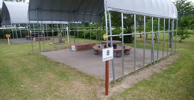 上堰潟公園のバーベキュー場の区画には番号が付いている