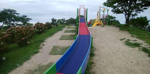 上堰潟公園のローラー滑り台