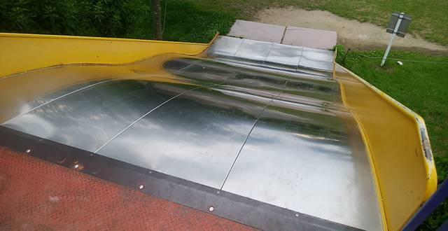 上堰潟公園の幅広の大きな滑り台