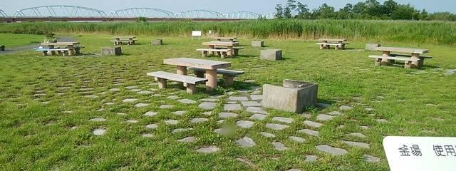 阿賀野川津島屋緑地のバーベキューエリア