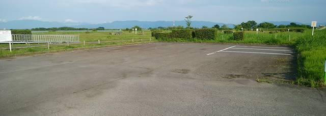 阿賀野川河川公園のバーベキュー場付近の駐車場